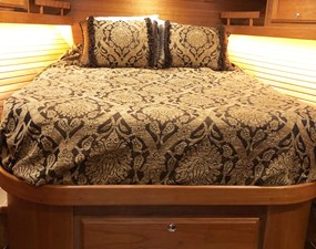 Rowe Boat 20 Spacious VIP Stateroom in Bow - Large Island Style Berth