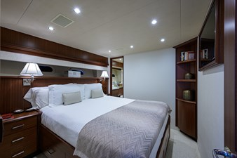 ROBINSON CRUSOE 33 GUEST STATEROOM / STARBOARD