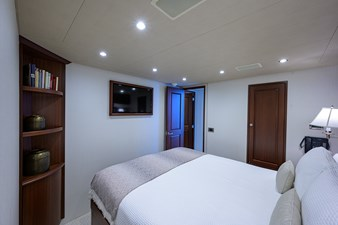 ROBINSON CRUSOE 34 GUEST STATEROOM / STARBOARD
