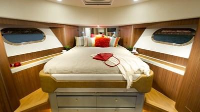 54 BayBridge 4 Belize-54-Daybridge-Forward-VIP-Guest-Stateroom