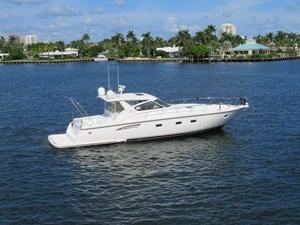 ARIA JAYE 1 ARIA JAYE 2000 TIARA 5200 Express - 3 Stateroom Cruising Yacht Yacht MLS #273749 1