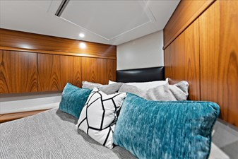 Stresproof 27 Bow VIP Stateroom 3