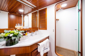 Wind of Fortune (Full Refit 2020) 36 Guest Cabin 4 bath