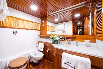 Wind of Fortune (Full Refit 2020) 37 Guest Cabin 4 Bath