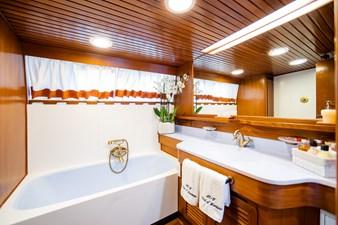 Wind of Fortune (Full Refit 2020) 41 Guest Cabin 5 / VIP Bath