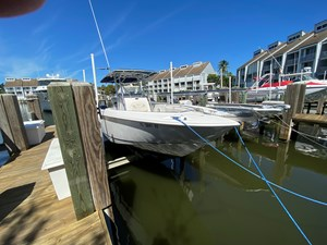 FL5041RX 0 2002 Boston Whaler 270 Outrage - View From Bow to Aft From Dock
