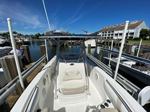 FL5041RX 8 2002 Boston Whaler 270 Outrage - Bow to Aft