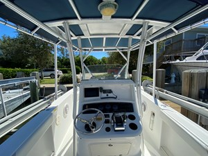 FL5041RX 13 2002 Boston Whaler 270 Outrage - Helm From Captains Chair