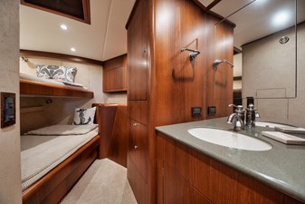 CHARMER 9 Guest Stateroom