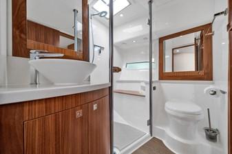 2015 Riviera 6000 Sport Yacht Rumours 24