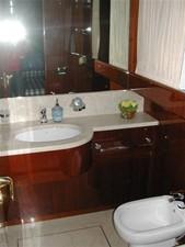 72' San Lorenzo 72 1 Guest Bath