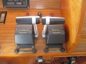 1986 86' Classic Burger Motor Yacht Panish Single Lever Controls