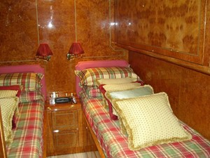 twin cabin starboard side