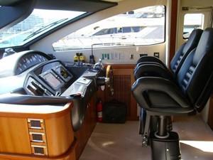 82' Sunseeker 82 Yacht 4 helm